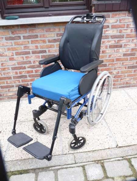chaise roulante super confort netti 4 u ced acheter et vendre gratuitement. Black Bedroom Furniture Sets. Home Design Ideas