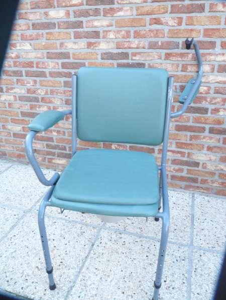 chaise perc e avec pieds r glables et bras acheter et vendre gratuitement. Black Bedroom Furniture Sets. Home Design Ideas