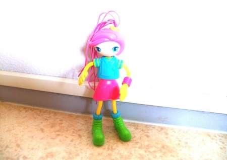 Petite poupée articulée