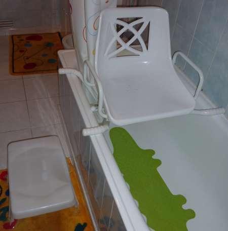 si ge de bain senior pivotant et tabouret de bain acheter et vendre gratuitement. Black Bedroom Furniture Sets. Home Design Ideas